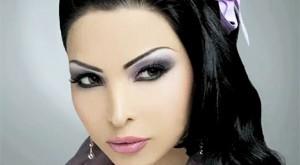 مكياج العيون العربية باللون الأسود والموف