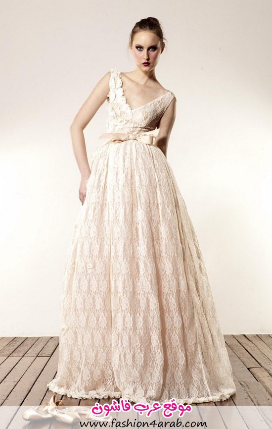 V_Neckline_Lace_Gown_00052