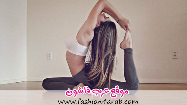 Woman-in-Fitness-Outfit-Doing-Yoga