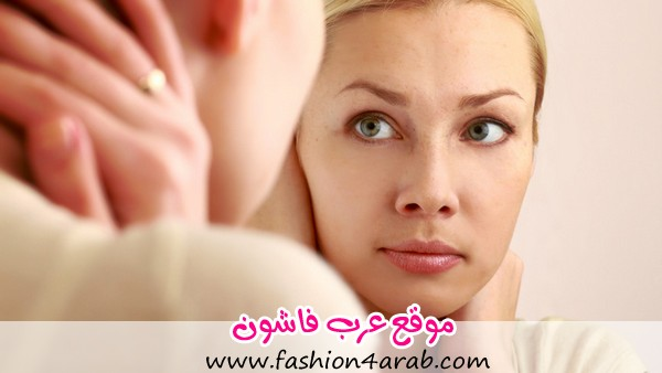 Woman-caring-of-her-beautiful-skin-on-the-face-standing-near-mirror-