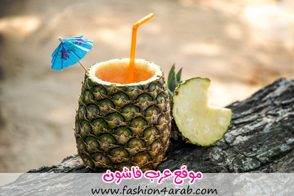 Exotic-drink-in-a-pineapple