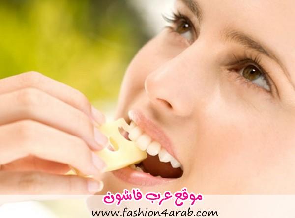 girl-eating-cheese_1355291594_540x540