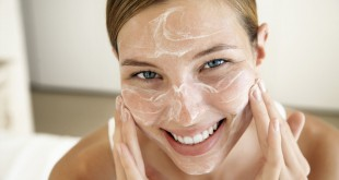 applying-moisturizer
